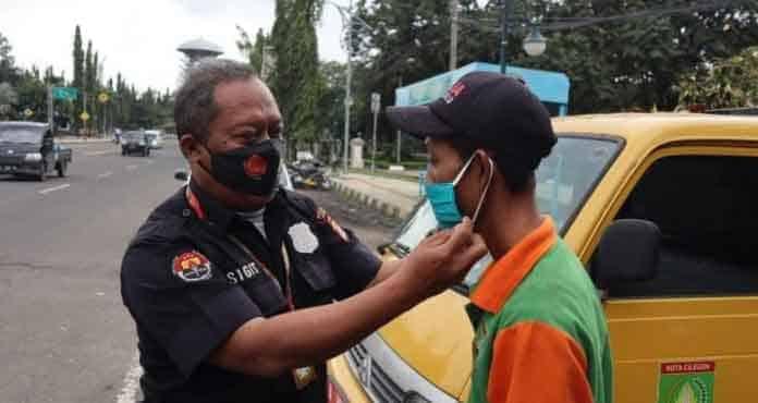 Humas Polres Cilegon Berbagi Masker