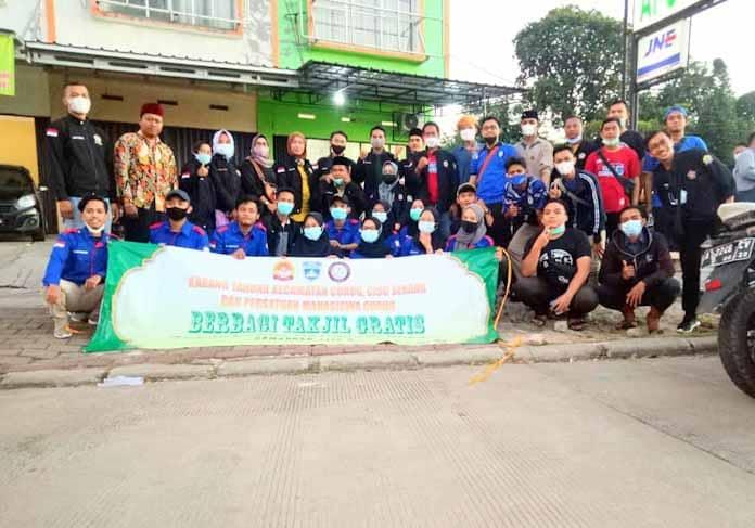 Tebar kebaikan, Karang Taruna Kecamatan Curug Bagikan Ratusan Paket Takjil Gratis di Pekan Ke 2 Ramadhan