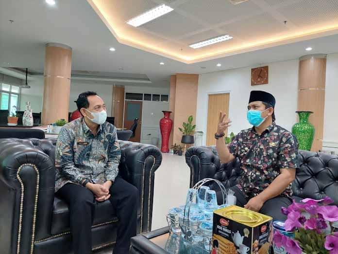 Camat Ahmad Nuri Siap Memfasilitasi Siswa Siswi Berprestasi Asal Kecamatan Curug Kota Serang Untuk Kuliah dan Dapat Beasiswa di Untirta