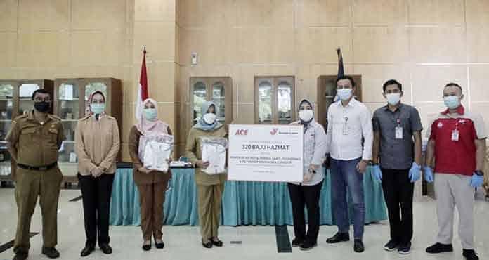 Pemkot Tangsel Terima Bantuan 320 Baju Hazmat