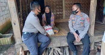 Diawal Ramadhan Polsek Curug Gelar Giat Sambang Desa, Bagikan Puluhan Paket Sembako Serta Edukasi Kamtibmas Di Dua Kelurahan