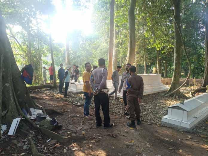 Heboh! Belasan Bangunan Makam Tanpa Jenazah di TPU Malegor Resahkan Warga