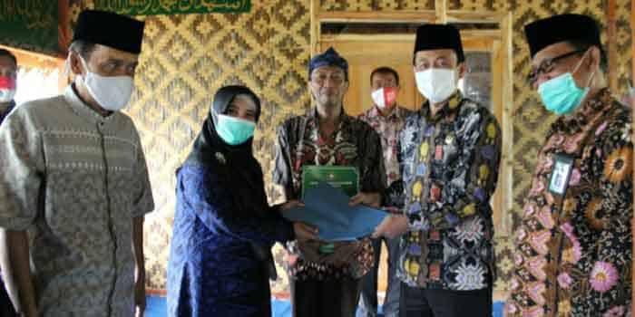 Kunker Ke Kabupaten Lebak, Kakanwil Kemenag Banten Santuni Warga Mualaf Baduy
