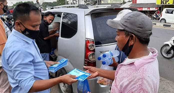Wujudkan Kepedulian Sesama, Pokja Wartawan Banten Berbagi Takjil dan Masker