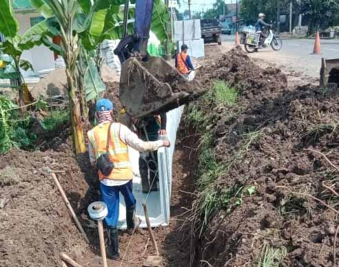 Diduga Dikerjakan Asal Asalan, Pemasangan U-Dith Ruas Jalan Pandeglang-Rangkasbitung Disorot