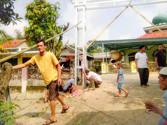 Sambut Kampung Resik dan Aman, Warga Bengkeng Antusias Semangat Kerja Bakti