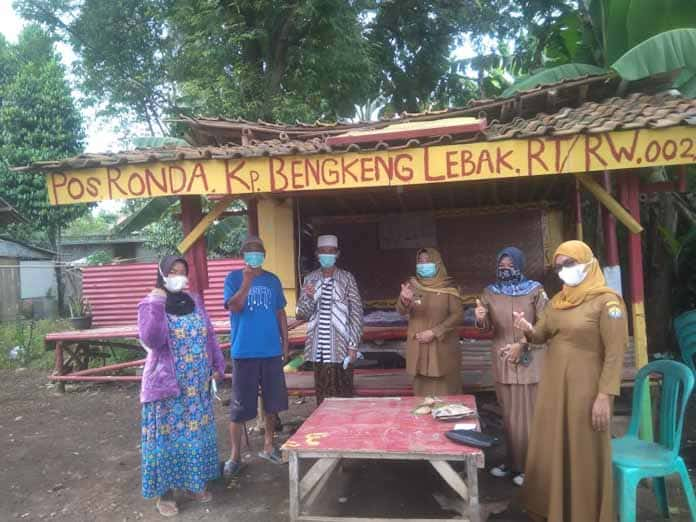 Lurah Curug Bersama Tim dari Kecamatan Tinjau Kampung Resik dan Aman
