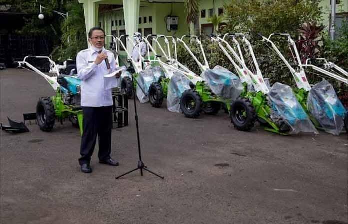 Gubernur Banten Serahkan Bantuan 120 Hand Traktor Pada Poktan Tersebar Di 4 Kabupaten dan 1 Kota