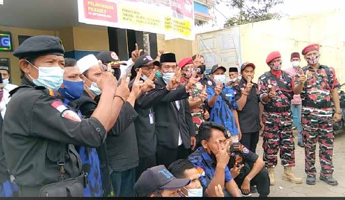 Diluar Dugaan, Pendaftaran Kades Incumbent Desa Citeras H Mamad Madra'i SE Di Kawal Masyarakat