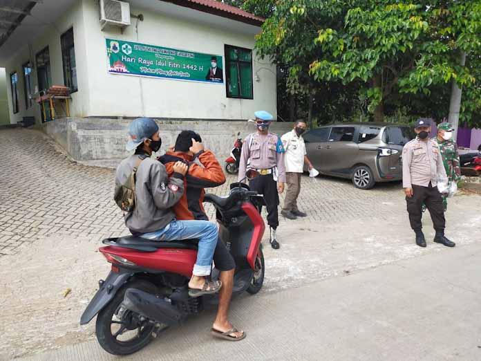 Polsek Curugbitung Giat PPKM Darurat di Perbatasan Curugbitung Banten-Bogor