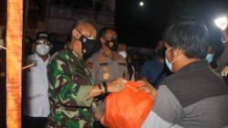 Danrem 064/MY Dampingi Kapolda Banten Salurkan 15000 Paket Bansos Untuk Masyarakat