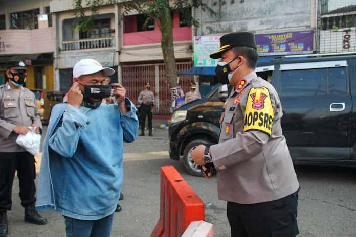 Polres Lebak Bagikan 5000 Masker Pada Pedagang Dan Pengunjung Pasar Rangkasbitung