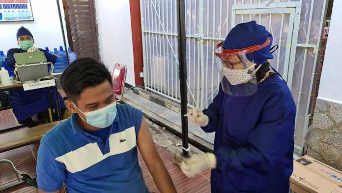 Ratusan Warga Binaan Rutan Kelas IIB Serang Antusias Ikuti Vaksinasi
