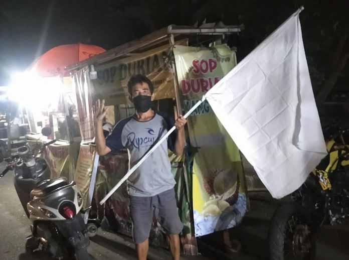 PPKM Level 4, PKL di Balong Rancalentah Rangkasbitung Kibarkan Bendera Putih