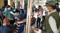 Camat Kecamatan Maja Edi Nurhedi S.sos saat meninjau pelaksanaan Vaksinasi Dosis 1, di kantor kecamatan setempat, Jum'at (30/7/2021)