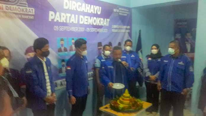 Puncak HUT Ke 20 Partai Demokrat, DPC Demokrat Pandeglang Suapin Kader Hingga Gelar Berbagai Kegiatan Dan Bedah Rumah