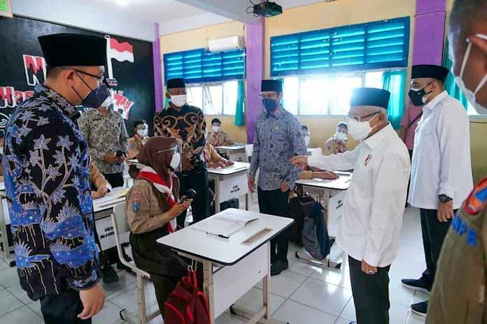Dampingi Wapres RI Tinjau Pembelajaran Tatap Muka, Wagub Andika: Satu Pekan PTM di Banten Aman Tanpa Penularan
