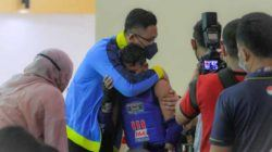 Lolos Ke Final PON XX, Atlet Muay Thai Banten Menangis Dipeluk Wagub Andika