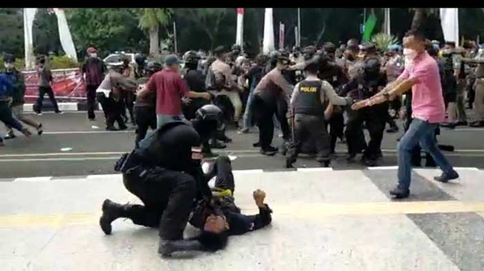 Propam Polda Banten Ambil Alih Kasus Polisi Banting Mahasiswa